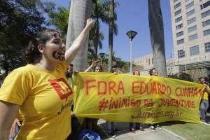 A luta pelo #ForaCunha aconteceu nas ruas e no Parlamento.